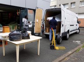camion pour aider les réfugiés en ile de france GAS